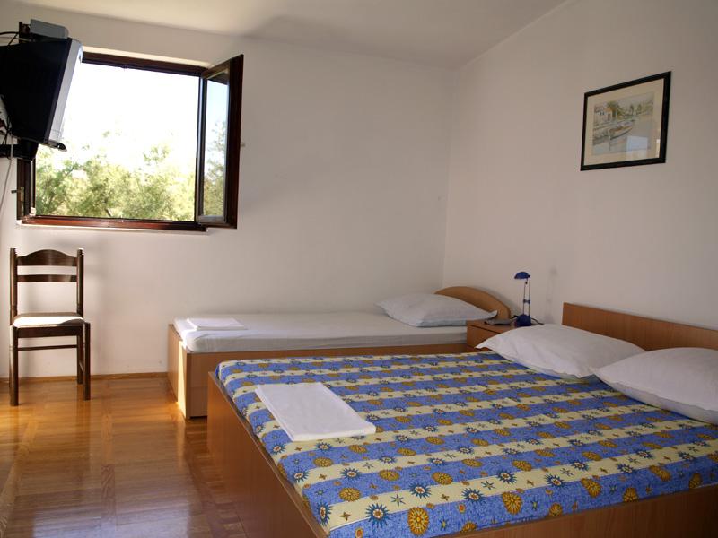 ferienwohnungen puntica kroatien ferienwohnungen razanac. Black Bedroom Furniture Sets. Home Design Ideas